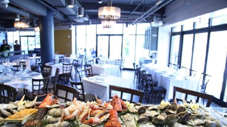 Along with views of the Manhattan skyline, newONE˚15 Brooklyn Marina restaurant Estuary offers diners seafood, flat bread, and more, all made with seasonal and locally sourced ingredients.
