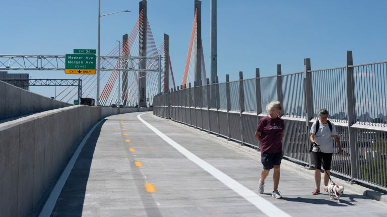 The new Kosciuszko Bridge opened to the public Thursday, but City Comptroller Scott Stringer said the city failed to provide sufficient protected bike lanes for access to the new bike and pedestrian pathway.