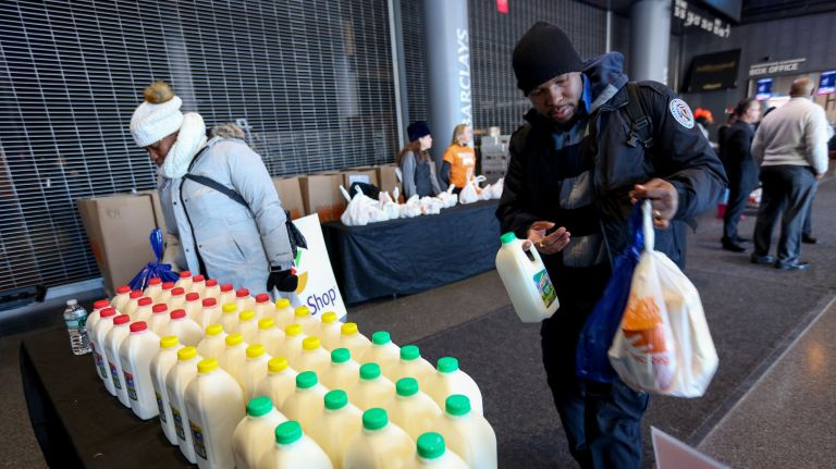 Unpaid federal workers grateful for 'humbling' food drive in Brooklyn